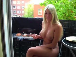 Nackt grillen