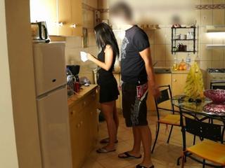 amateur video erwischt putzfrau gefickt waehrend ehefrau nebenan spuelt