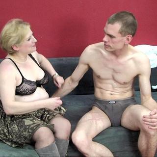Tante, ich will dich ficken! Linda beim Schmuddelfotografen...