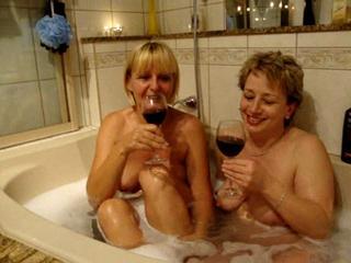 464a9035 in Mädchenspiele im Bad