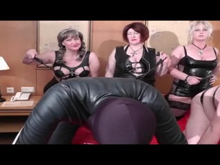 3b914c75 in Party Bizarr Fetisch User treffen drei Amateure