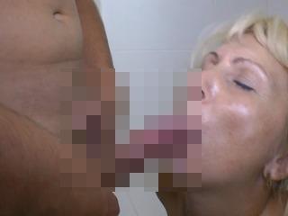 Doppelfick mit Mama in der Wanne - OLDIEPORNOScom