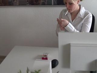 Userwunsch Zigarette rauchen oben ohne